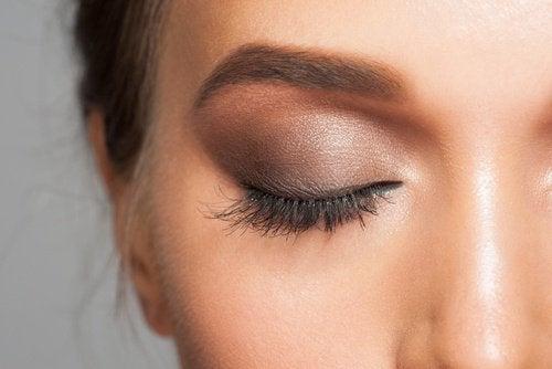 kahverengi göz kapağı