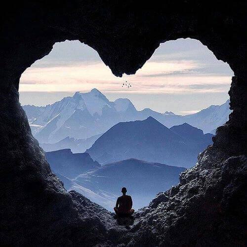 kalp şeklinde mağara ve dağlar