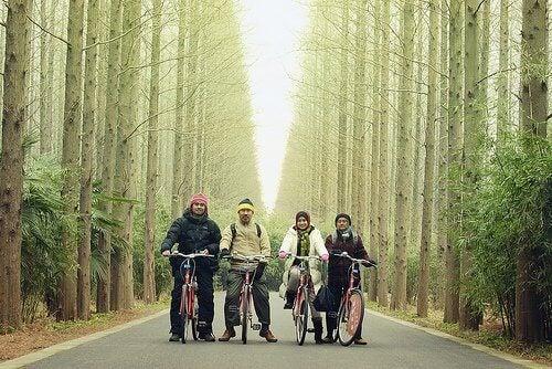 karı koca bisiklet sürenler