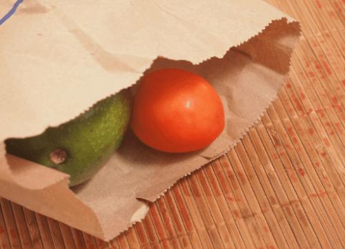 kese kağıdında avokado