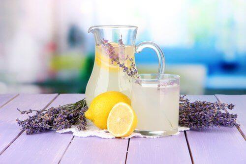 Baş Ağrılarınızı Gidermek için Lavantalı Limonata