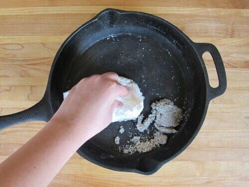 Yemeklerin Tavaya Yapışmaması İçin 9 Yöntem