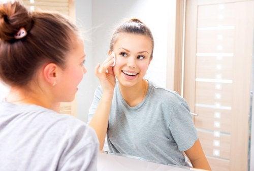 vazelinin makyaj temizleyici özelliği