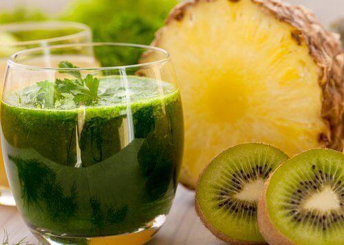 ananas-ve-kivi-suyu