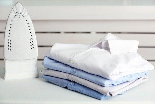 Altı Yanmış Ütüyü Yenilemek İçin 7 Temizleme Yöntemi