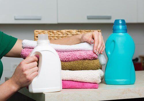 çamaşırlar ve yumuşatıcı