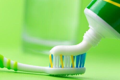 diş macunu diş fırçası