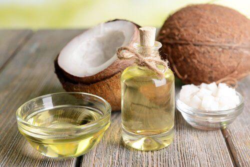 sağlıklı cilt ve tırnaklar için hindistancevizi yağı