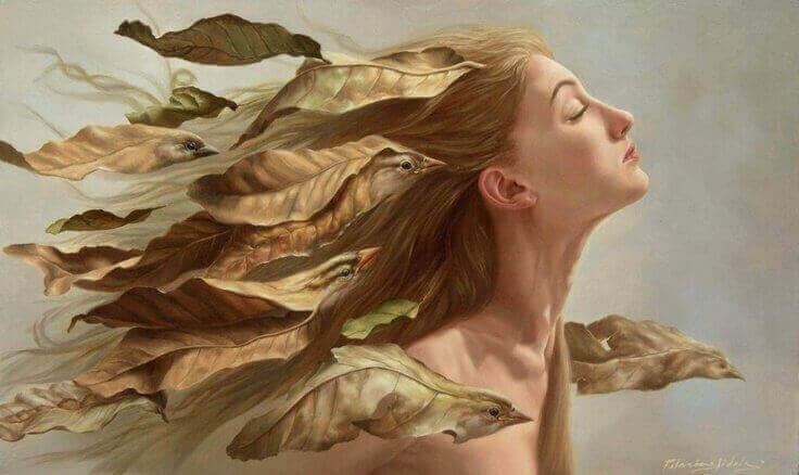 saçları kuşlarla kaplı kadın