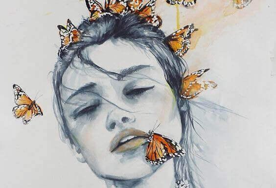 saçında kelebek olan kadın