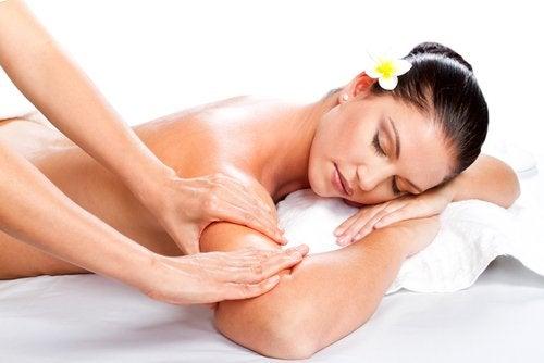 masaj yapılan kadın