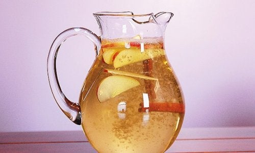 Sağlıklı Kilo Vermek için Elma, Limon ve Tarçınlı Su