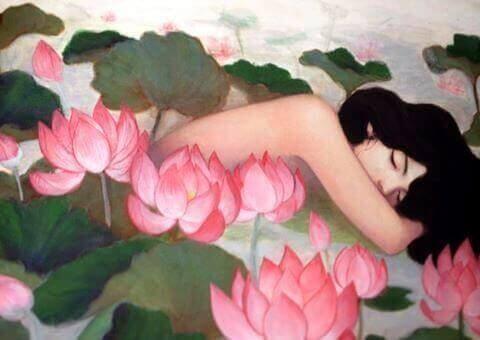 çiçekler arasında uyuyan kadın resmi