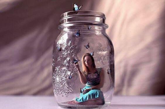 kadın kavanoz kelebek