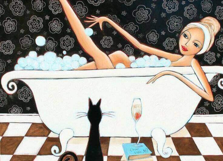 küvette kadın ve kedi