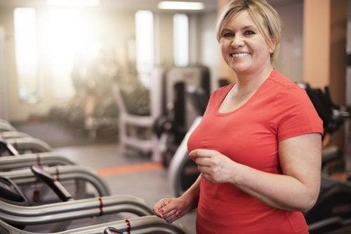 spor yapan kilolu kadın