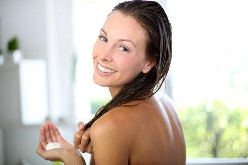 saç kremi kullanmak