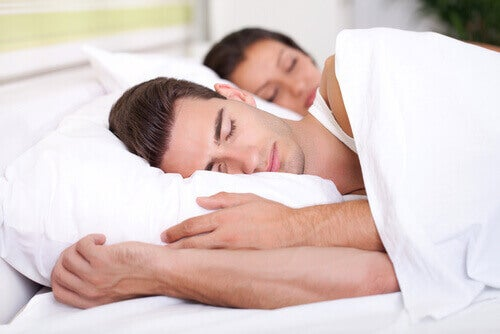 uyuyan çift