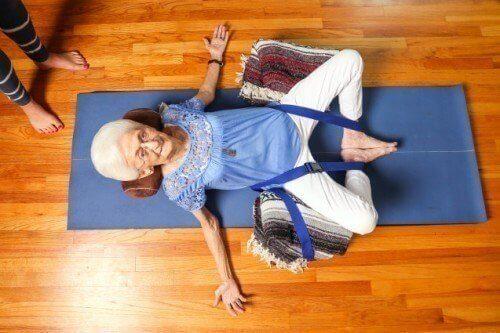 yaslilar icin yoga