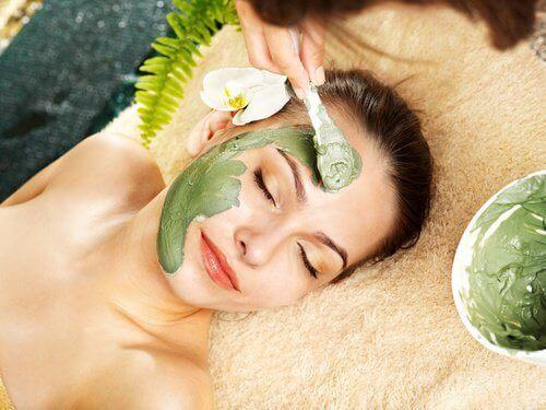 yüz için doğal maske