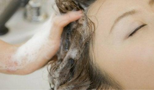 Saç Bakımı: Saçlarınızı Doğru mu Yıkıyorsunuz?