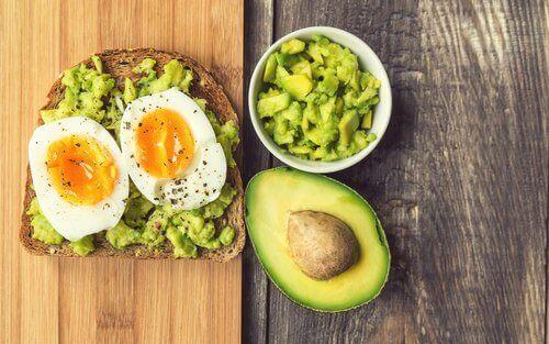 kahvaltıda avakado