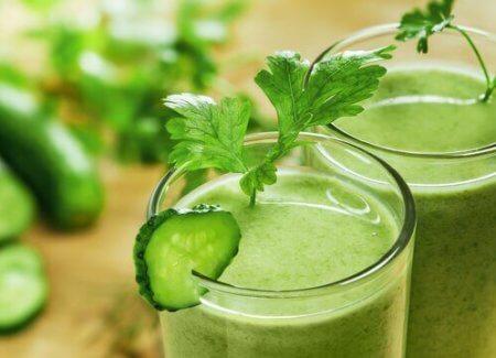 idrar söktürücü yeşil smoothie