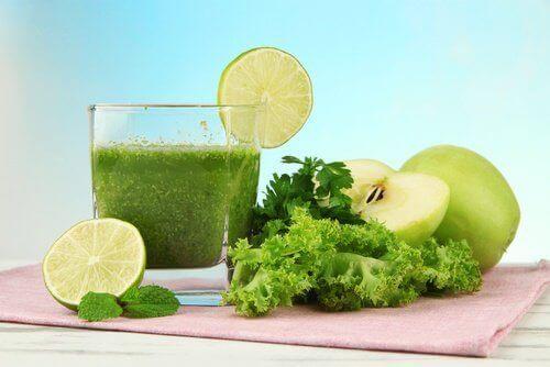 elma marul yeşil içecek