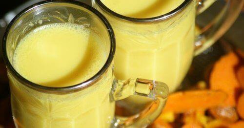 zerdeçal ve badem sütü içeceği
