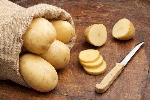 göz altındaki koyu halkalar için patates