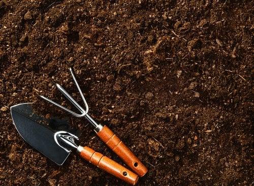 toprak ve bahçe aletleri