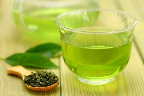 yeşil sıcak çay