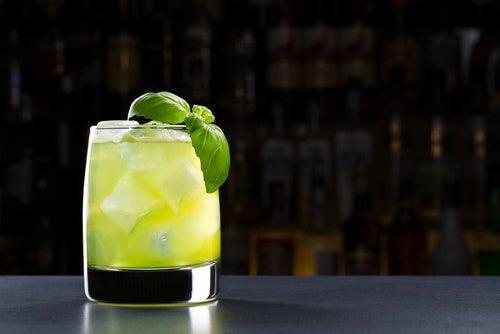 bir bardak buzlu limonata
