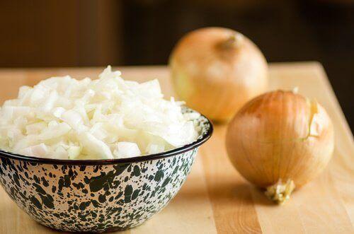 saç dökülmesi için soğan çorbası