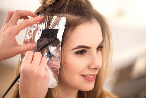 saç bakımı için alüminyum folyo kullanımı