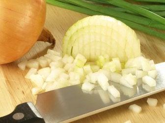 küp küp doğranmış soğan