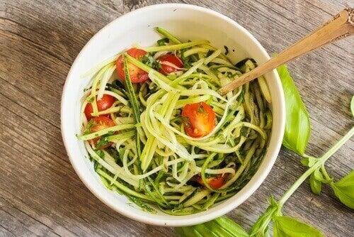 salata ve spagetti