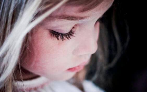 Hiper Ebeveynlik: Dünyaya Mutsuz Çocuklar Kazandırma Yöntemi