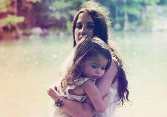 anne ve kız çocuğu