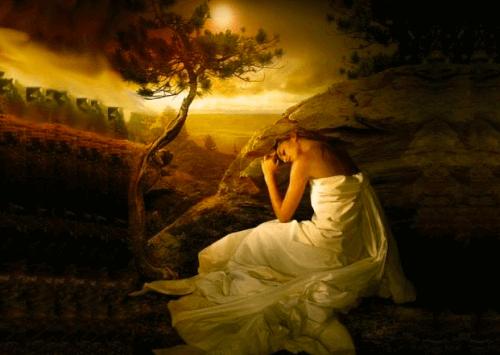 bir kadın ve ağaç içeren resim