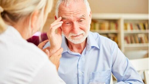 Demans Hastalığı ile İlişkilendirilen 8 Belirti