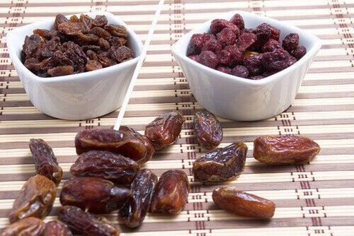 kuru üzüm ve hurma
