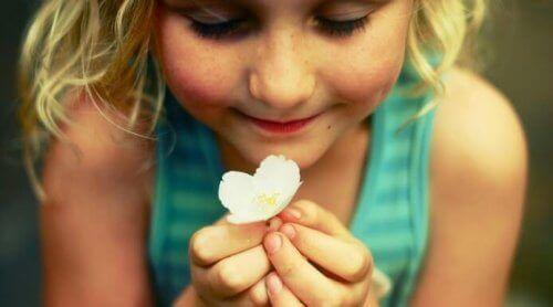 çiçek ve kız