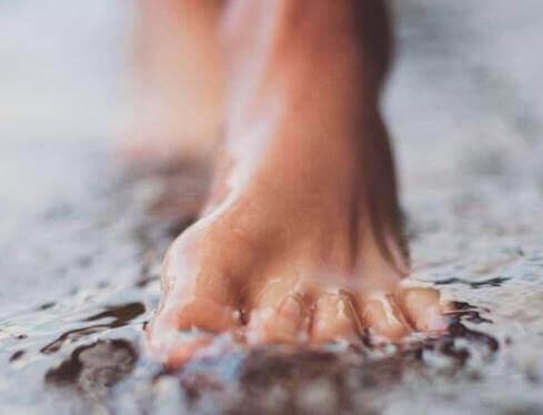 suyun içinde ayak