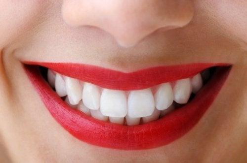 aktif kömür dişleri beyazlatır
