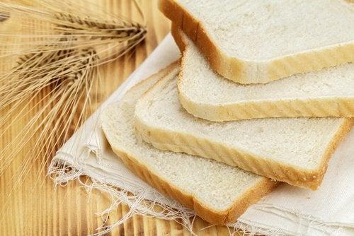 dilimlenmiş beyaz ekmek