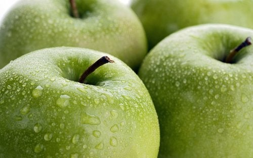 vücudumuzu nemlendirmek için elma
