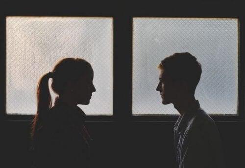 Eski Sevgili ile Tekrar Bir Araya Gelmek: Getireceği Sorunlara Değer Mi?