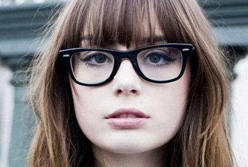gözlük ve kadın