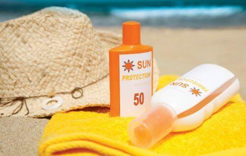 güneş kremi ve sahil